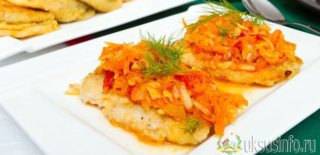 Рыба в маринаде с уксусе на столе